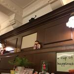 桜屋珈琲館 - 天井の梁も美しい