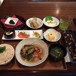 76751371 - 季節の朝ごはん(鮭の大釜炊きごはん)、とろ湯葉のお刺身、冷製茄子の煮ひたし、甜茶の佃煮
