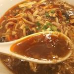 リトル成都 - 酸辣湯麺のスープ