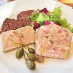 ビストロ アンバロン - パテ・ド・カンパーニュと鶏白レバーのムース