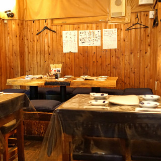 ちょうちん - テーブル席