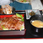 レストラン白鳥 - ステーキ重