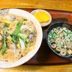 お食事処 はつ平 - かき丼(550円)