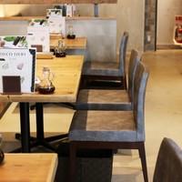 テーブル2名様×4
