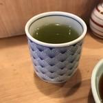 登良屋 - 温かい緑茶。       美味し。