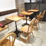 プーレロティ神戸 - 1Fテーブル席