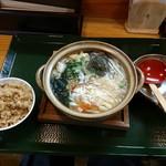 めし屋 里 - 日替わり定食(鍋焼きうどんと炊き込み御飯)