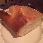 メインダイニングルーム - パンとバターが美味しくてお代わりしちゃいました