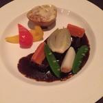 メインダイニングルーム - 《かみふらのポークバラ肉のふらの赤ワイン煮 ふらのチーズを纏ったベイクドポテトを添えて》