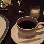 メインダイニングルーム - 食後のコーヒー