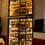 ビストロ・ダルテミス - 100種類以上もの豊富なワイン。