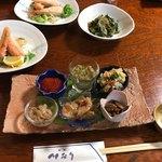 川なり - 2160円コース①前菜6皿・サーモンハラス揚げ・おみ漬け