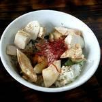 麺屋 裕 - 炙り燻製鶏ユッケ丼