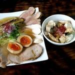 麺屋 裕 - 蟹塩そば(特製裕盛り)と炙り燻製鶏ユッケ丼