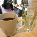 バイミースタンド - ランチはコーヒーorティー・サラダ付き。ジンジャーエールも選べます。
