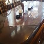 マッシュポテト - 店内の「団体予約客専用大テーブル」です。