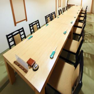 各種宴会予約承ります、最大20名様の椅子席個室あり