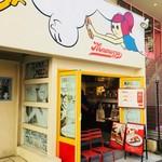 Mmmozza - お店の外観。原宿駅側から表参道を歩いて、光麺のある通りに曲がったすぐ先。