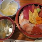 鮨安 - 料理写真:特上海鮮ちらし(1500円)