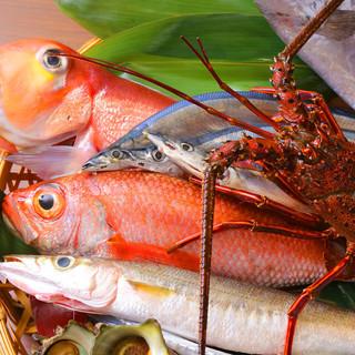 旬の食材・新鮮魚介を使ったお酒と相性抜群の肴が味わえる♪