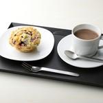 shop×cafe - 豆乳ミックスベリーマフィンとショコラ・ショー【展覧会限定:11/22~1/28】