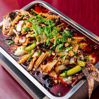 真鯛一匹まるごと使用!炭火で炙って煮込んだ逸品は本場で人気◎