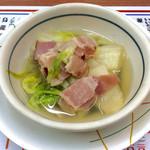 赤垣屋 - 「白菜とベーコン煮」(220円)。