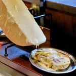 柳橋餃子バル 三代目 憲二郎 - ラクレットチーズ焼餃子