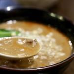 柳橋餃子バル 三代目 憲二郎 - 刺激のないマイルドなスープ