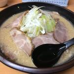 76795668 - 「大豚ラーメン 醤油」870円「大盛」150円(税込)