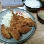 76796276 - ミックスフライ定食(鯵、メンチ、カレーコロッケ)¥950