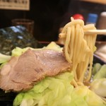 光家 - 麺は太麺ストレート