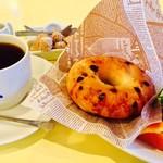 うみねこ - チョコチップベーグルのモーニングセット