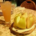 768240 - サービスりんごとりんごジュース