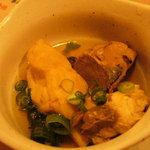 わら焼き 肴場 -matsuyama- - 小鉢。。魚の鮮度が良くないせいか少し臭みが。。生姜でも入れれば良いのに。