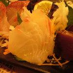 わら焼き 肴場 -matsuyama- - お刺身3種盛これも鮮度イマイチ。。タイなんて食感無いとまずい以外の何者でも無いですよ。!!