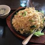 台湾料理 鴻翔 - 大盛ではない炒飯