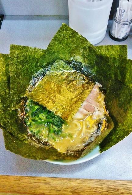 愛甲家 - ラーメン680円麺硬め。海苔増し100円。