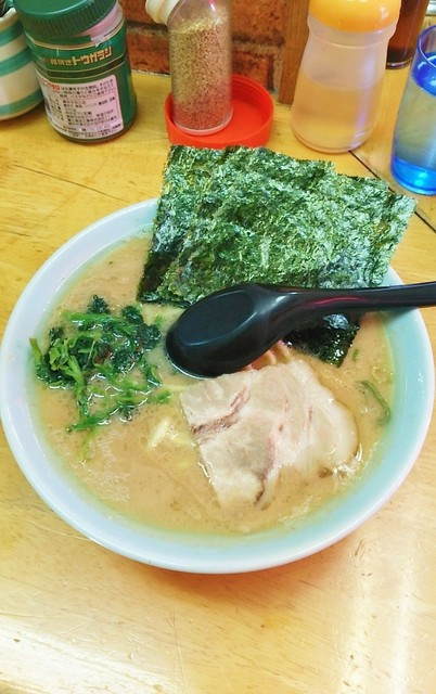 四号家 - ラーメン680円。麺硬め。
