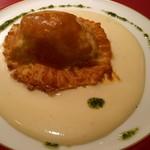 ラ・ボンボニエール - パイの中には白身魚が入っています♪これが一番美味しかった♪