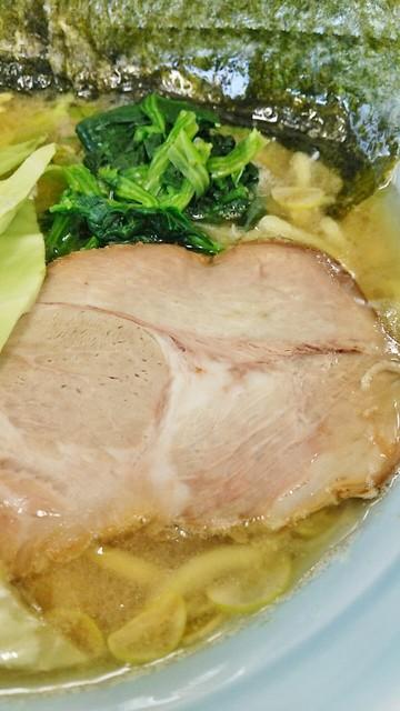 じぇんとる麺 - 肩ロースのチャーシューは厚み、大きさ、ジューシーさも文句なし。