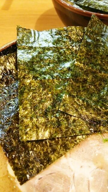 紫蔵 - 海苔増しは5枚50円。