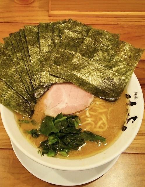 横浜家系 麺屋はやぶさ - ラーメン670円麺硬め。海苔増し70円。
