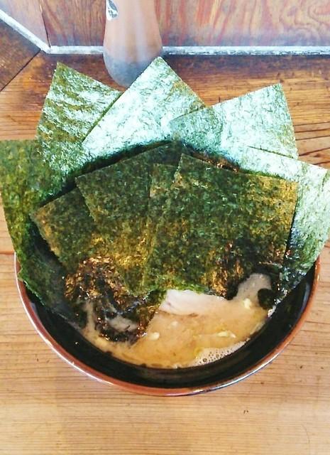 梅家 舎弟 - ラーメン700円麺硬め。海苔増し100円。