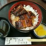 76808447 - 鰻丼上3切れ1,560円(税別)
