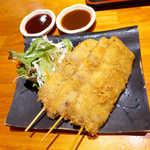 76809359 - 黒豚串カツ(3本¥600)。味噌ソースととんかつソース、二つの味で楽しめる!