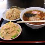 松華飯店 - 料理写真:ラーメン・半チャーハン・サラダ セット