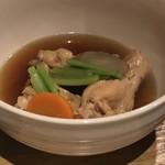 日常茶飯事 いづみ - この日の日替わり「地鶏手羽柔らか煮込み」