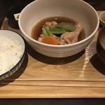 日常茶飯事 いづみ - この日の日替わり定食「地鶏手羽柔らか煮込み」