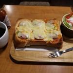 エド - ピザトースト600円